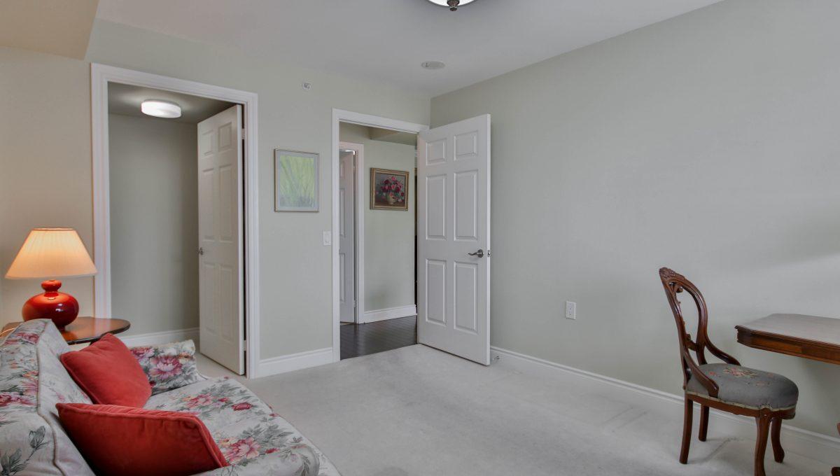 40_Bedroom1