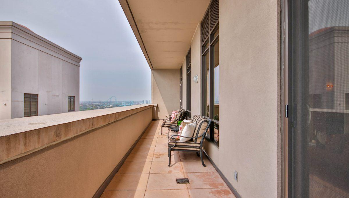 42_Balcony